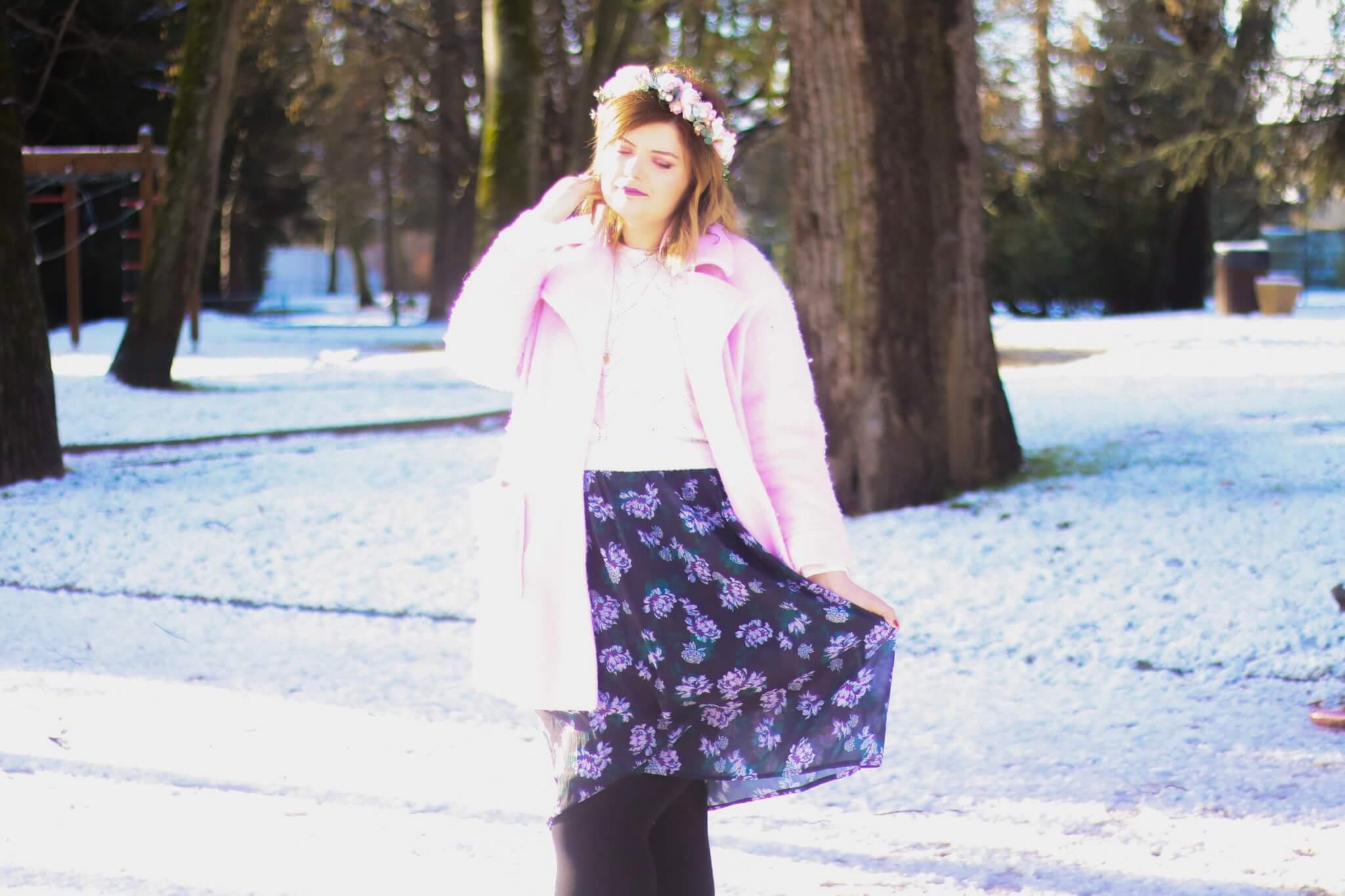 look-saint-valentin-neige-love-rose-fleurs